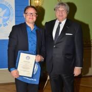 Preisträger Herr Kurt Pelda mit IGFM-Präsident Herr Guy Bottequin